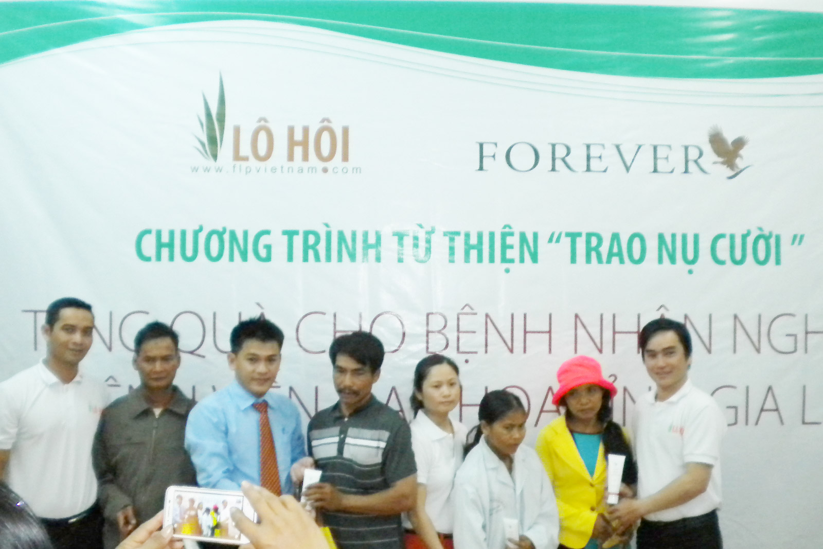 "The charitable program ""Giving smiles"" Gifts for to poor patients at General hospital in Gia Lai"
